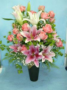 Bingöl Gölüm Çiçek internetten çiçek satışı  cam vazo içerisinde 21 gül 1 kazablanka