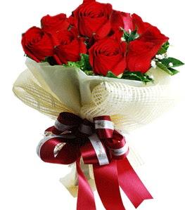 9 adet kırmızı gülden buket tanzimi  Bingöl Gölüm Çiçek çiçek gönderme sitemiz güvenlidir