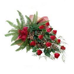 Bingöl Gölüm Çiçek online çiçek gönderme sipariş  10 adet kirmizi gül özel buket çiçek siparisi