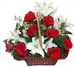 sepette gül ve kazablankalar   Bingöl Gölüm Çiçek çiçekçi mağazası