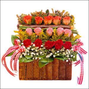 sandikta 3 kat güllerden   Bingöl Gölüm Çiçek cicekciler , cicek siparisi