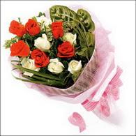 5 kirmizi 5 beyaz güllerden   Bingöl Gölüm Çiçek online çiçek gönderme sipariş