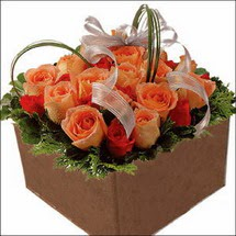 kare sandikta 11 gülllerden   Bingöl Gölüm Çiçek çiçekçi mağazası