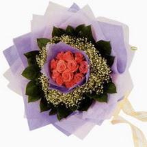 12 adet gül ve elyaflardan   Bingöl Gölüm Çiçek çiçekçi mağazası