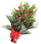 12 adet kirmizi gül buketi   Bingöl Gölüm Çiçek çiçekçi mağazası