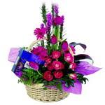 çikolata ve sepette çiçek   Bingöl Gölüm Çiçek çiçek gönderme sitemiz güvenlidir