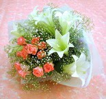 Bingöl Gölüm Çiçek çiçek yolla  lilyum ve 7 adet gül buket