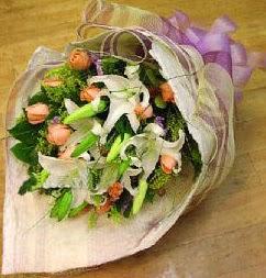 Bingöl Gölüm Çiçek internetten çiçek satışı  11 ADET GÜL VE 1 ADET KAZABLANKA