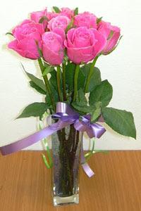 cam vazo içerisinde 11 adet gül  Bingöl Gölüm Çiçek internetten çiçek satışı