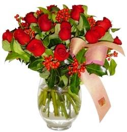 Bingöl Gölüm Çiçek çiçekçi mağazası  11 adet kirmizi gül  cam aranjman halinde