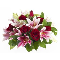 güller ve kazablnaklardan aranjman  Bingöl Gölüm Çiçek anneler günü çiçek yolla
