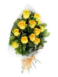 Bingöl Gölüm Çiçek güvenli kaliteli hızlı çiçek  12 li sari gül buketi.