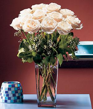 Bingöl Gölüm Çiçek hediye sevgilime hediye çiçek  Cam yada mika vazo içerisinde 12 gül