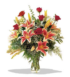 Bingöl Gölüm Çiçek çiçek servisi , çiçekçi adresleri  Pembe Lilyum ve Gül