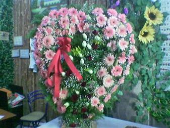 Bingöl Gölüm Çiçek çiçek gönderme  SEVDIKLERINIZE ÖZEL KALP PANO