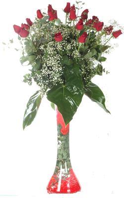 Bingöl Gölüm Çiçek uluslararası çiçek gönderme  19 ADET GÜL VE FIL CAM AYAGI