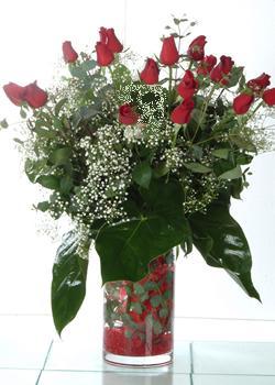 Bingöl Gölüm Çiçek güvenli kaliteli hızlı çiçek  11 adet kirmizi gül ve cam yada mika vazo tanzim