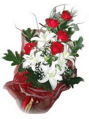 Bingöl Gölüm Çiçek kaliteli taze ve ucuz çiçekler  5 adet kirmizi gül 1 adet kazablanka çiçegi buketi