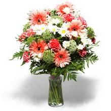 Bingöl Gölüm Çiçek çiçekçiler  cam yada mika vazo içerisinde karisik demet çiçegi