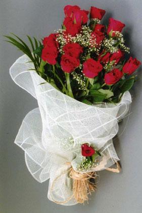 10 adet kirmizi güllerden buket çiçegi  Bingöl Gölüm Çiçek yurtiçi ve yurtdışı çiçek siparişi