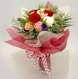 Karisik renklerde 11 adet gül buketi  Bingöl Gölüm Çiçek çiçek gönderme