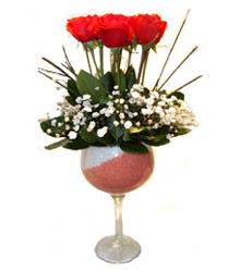 Bingöl Gölüm Çiçek çiçekçiler  cam kadeh içinde 7 adet kirmizi gül çiçek