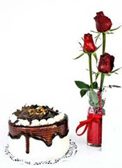 Bingöl Gölüm Çiçek çiçek siparişi vermek  vazoda 3 adet kirmizi gül ve yaspasta