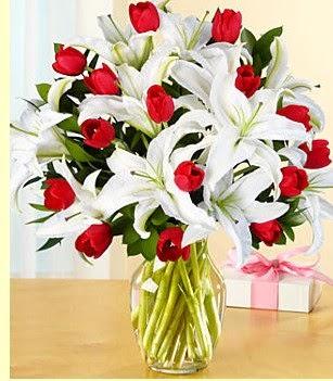 Bingöl Gölüm Çiçek çiçek siparişi sitesi  3 kazablanka 10 kırmızı gül vazosu