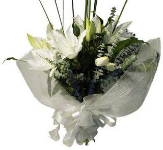 Bingöl Gölüm Çiçek çiçekçi mağazası  2 dal kazablanka çiçek buketi