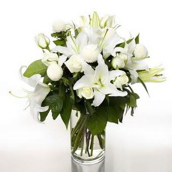 Bingöl Gölüm Çiçek çiçek gönderme sitemiz güvenlidir  1 dal cazablanca 7 adet beyaz gül vazosu
