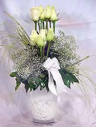Bingöl Gölüm Çiçek online çiçek gönderme sipariş  9 adet vazoda beyaz gül - sevdiklerinize çiçek seçimi