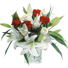 vazo içerisinde 4 gül 1 adet kazablanka  Bingöl Gölüm Çiçek online çiçek gönderme sipariş