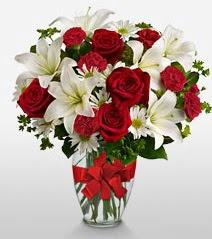 Eşsiz vazo tanzimi güller kazablankalar  Bingöl Gölüm Çiçek online çiçek gönderme sipariş