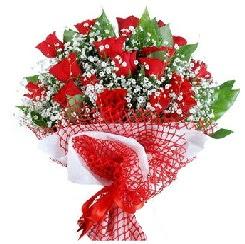 11 kırmızı gülden buket  Bingöl Gölüm Çiçek 14 şubat sevgililer günü çiçek