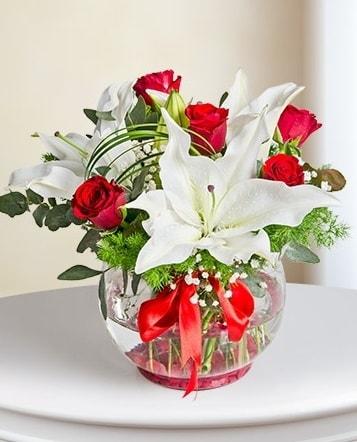 Fanus Vazoda 2 Lilyum ve 5 Gül Dansı  Bingöl Gölüm Çiçek çiçek gönderme