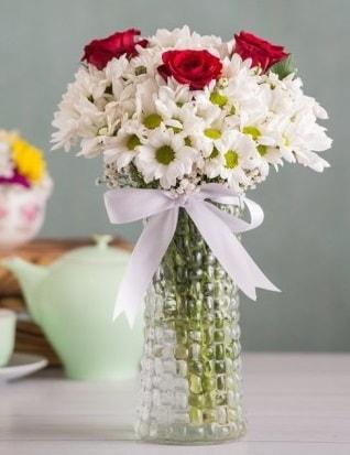 Papatya Ve Güllerin Uyumu camda  Bingöl Gölüm Çiçek çiçek gönderme sitemiz güvenlidir