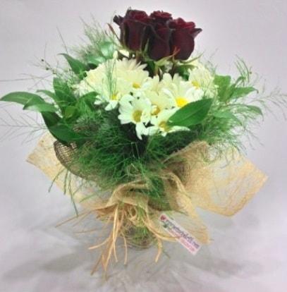 5 adet kırmızı gül ve kırızantem buketi  Bingöl Gölüm Çiçek cicek , cicekci