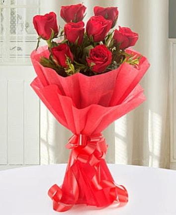 9 adet kırmızı gülden modern buket  Bingöl Gölüm Çiçek İnternetten çiçek siparişi