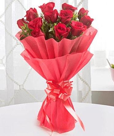 12 adet kırmızı gülden modern buket  Bingöl Gölüm Çiçek çiçek yolla
