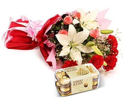 Karışık buket ve kutu çikolata  Bingöl Gölüm Çiçek çiçek , çiçekçi , çiçekçilik